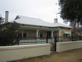 Naracoorte Cottages - MacDonnell House - Accommodation Sydney