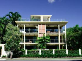Cairns Beachfront Apartment - Accommodation Sydney