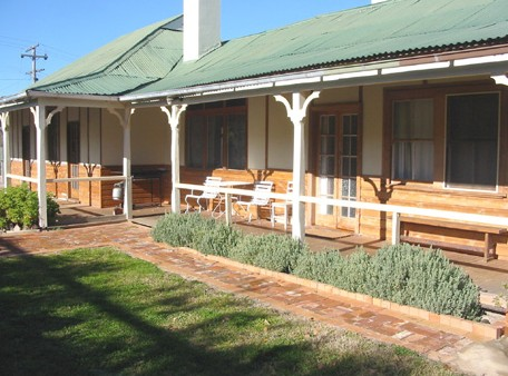Gundagai Historic Cottages Bed and Breakfast - Accommodation Sydney