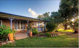 James Farmhouse and Rose Cottage - Accommodation Sydney