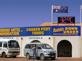 Radeka Downunder Underground Motel and Backpacker Inn - Accommodation Sydney