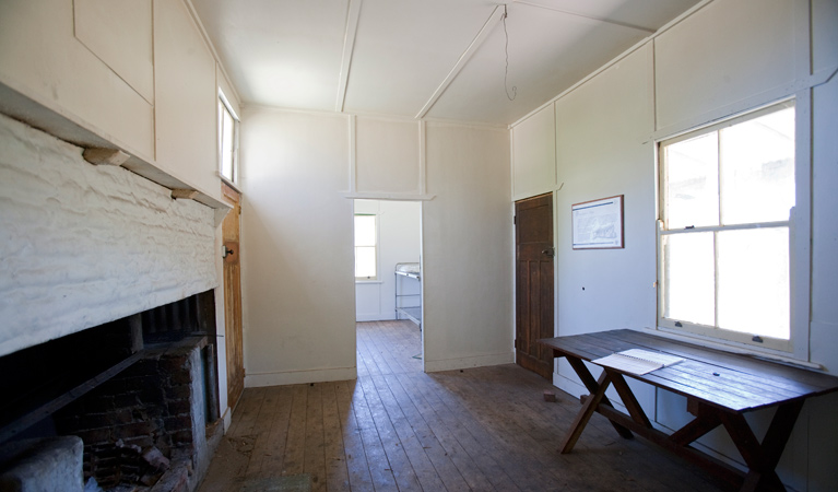Brackens Cottage - Coolah - Accommodation Sydney