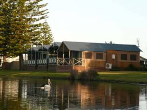 Two Shores Holiday Village - Accommodation Sydney
