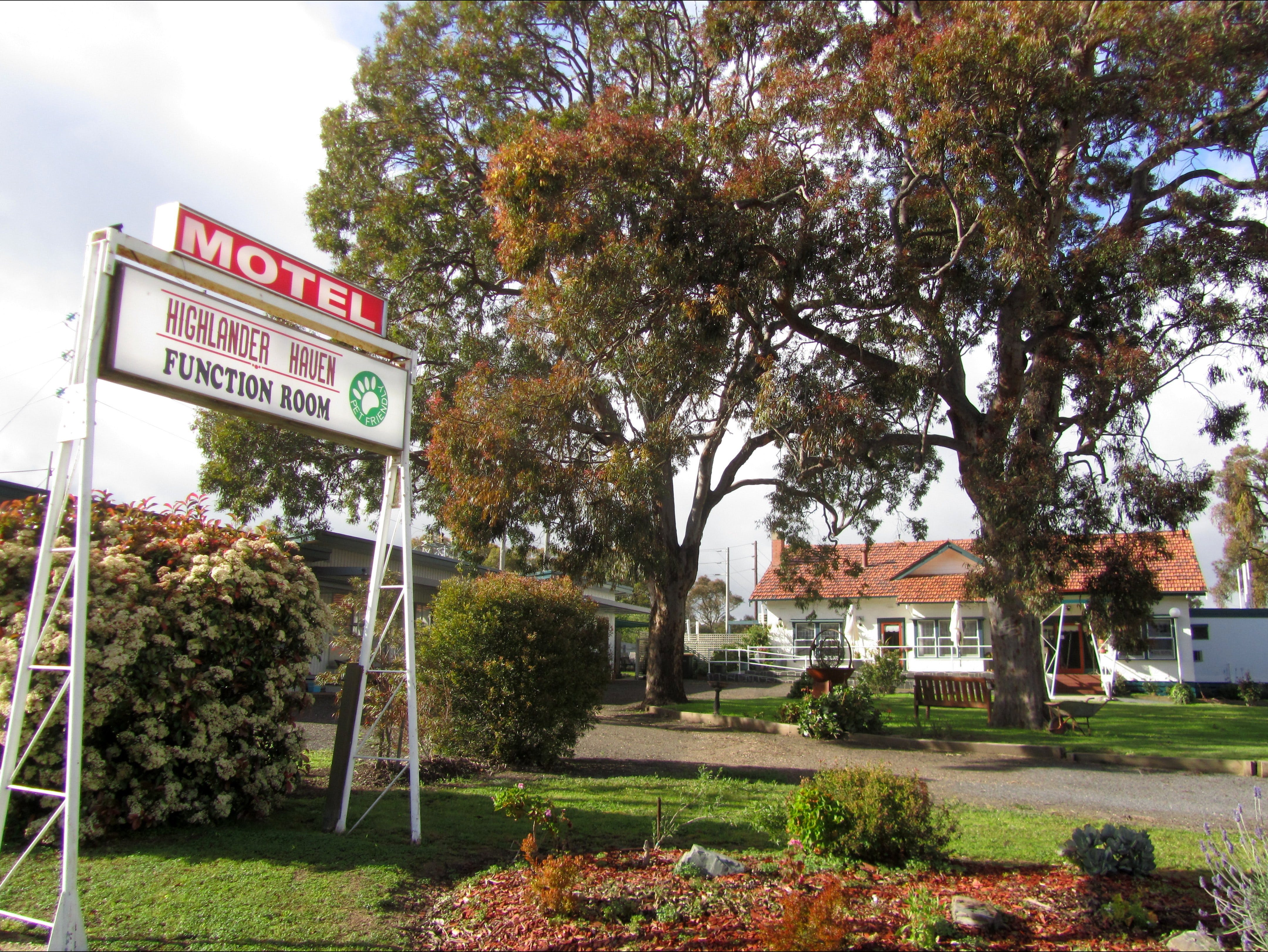 Highlander Haven Motel and Function Centre - Accommodation Sydney