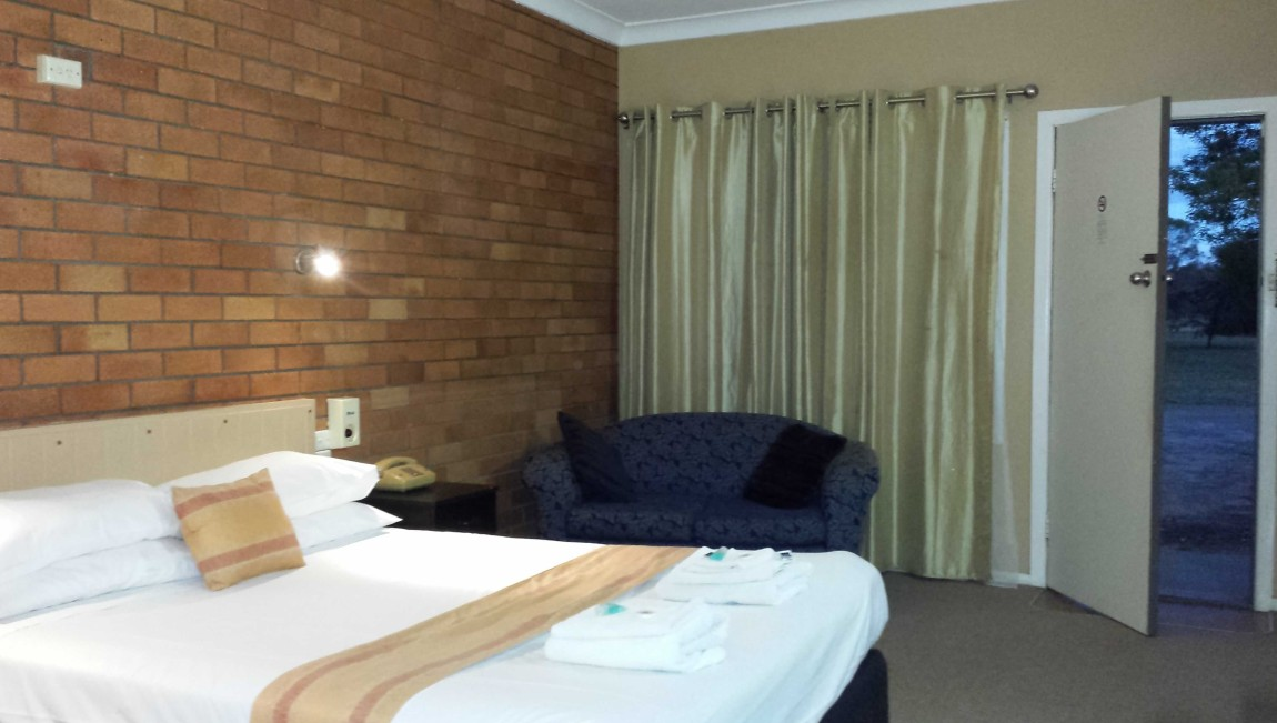 AA Hilldrop Motor Inn - Accommodation Sydney