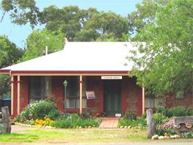 Stacey Studio Gallery  Almond Grove BB - Accommodation Sydney