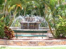 Bauer and Wiles Memorial Fountain - Accommodation Sydney