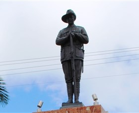Charters Towers Memorial Cenotaph - Accommodation Sydney