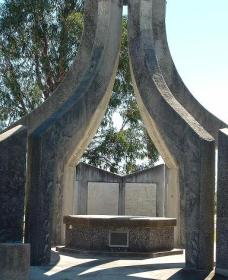 Inverell and District Bicentennial Memorial - Accommodation Sydney