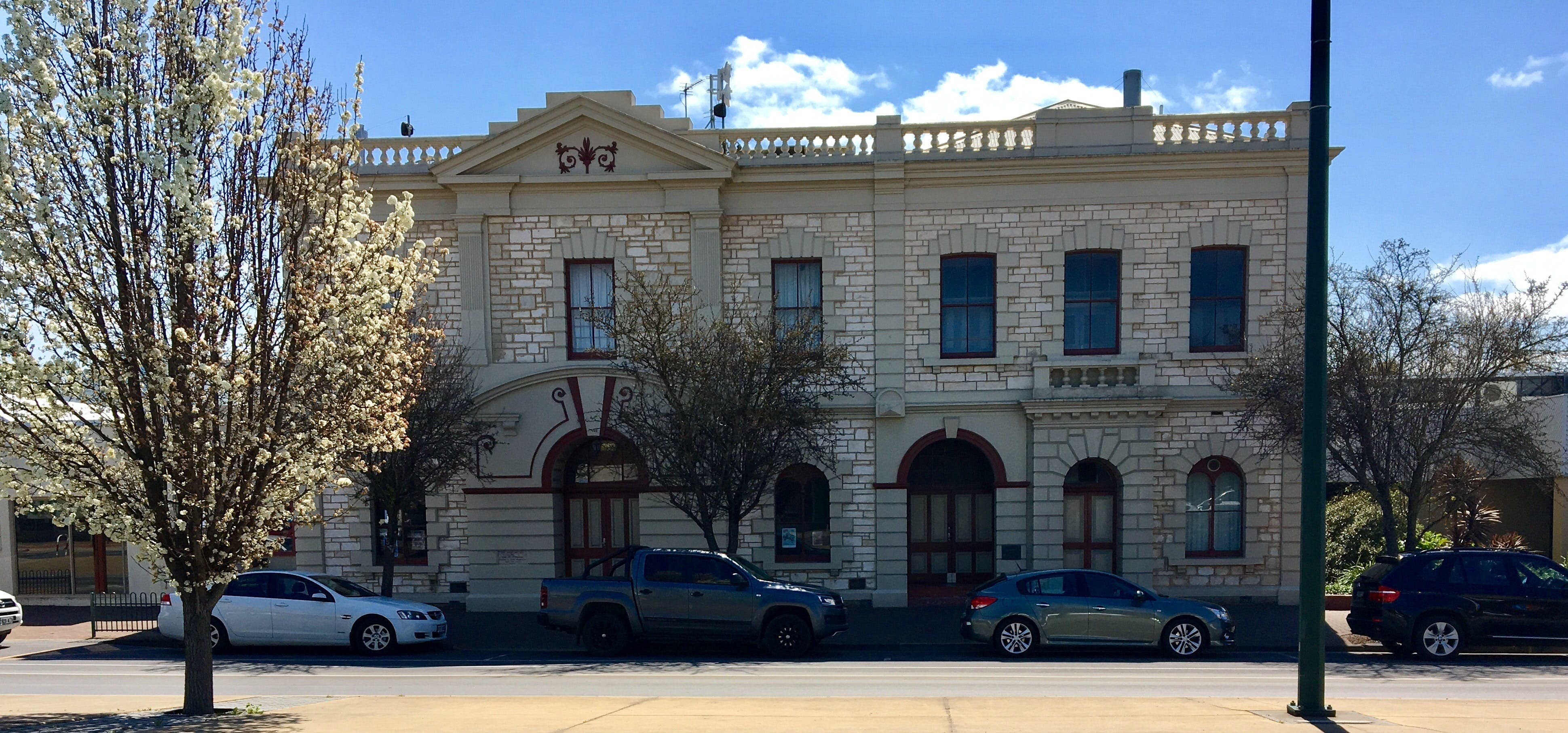 Naracoorte Town Hall - Accommodation Sydney