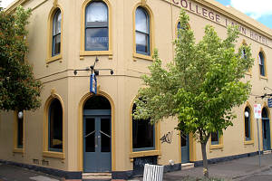 The College Lawn Hotel - Accommodation Sydney
