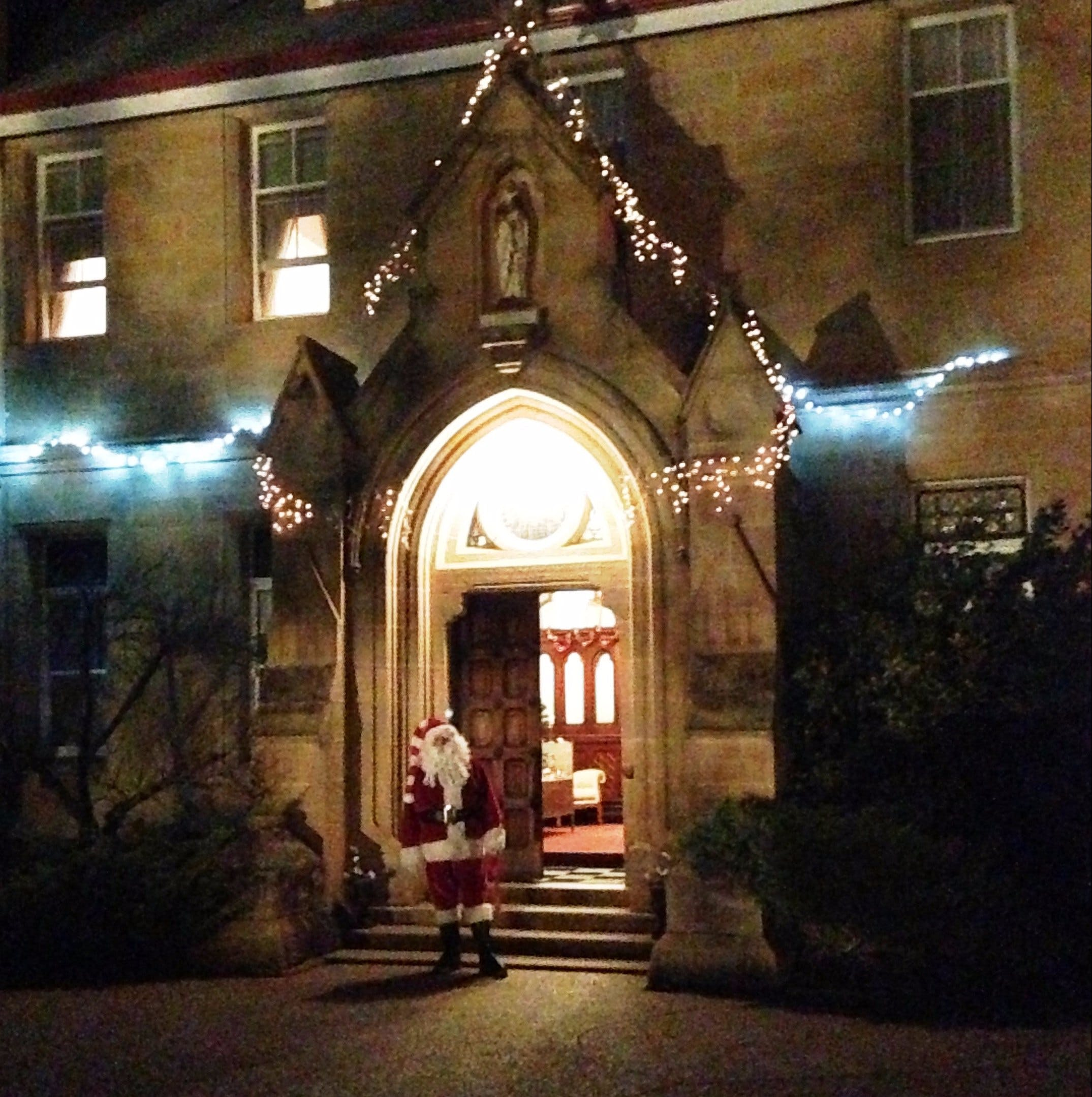 Abbey of the Roses - Christmas in July - Accommodation Sydney