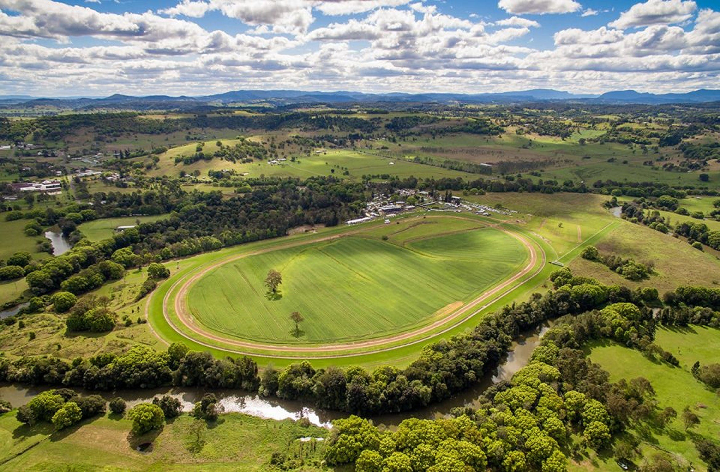 The OBrien Electrical and Plumbing Lismore Cup - Accommodation Sydney