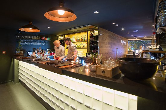 The Oakroom Kitchen and Bar - Accommodation Sydney