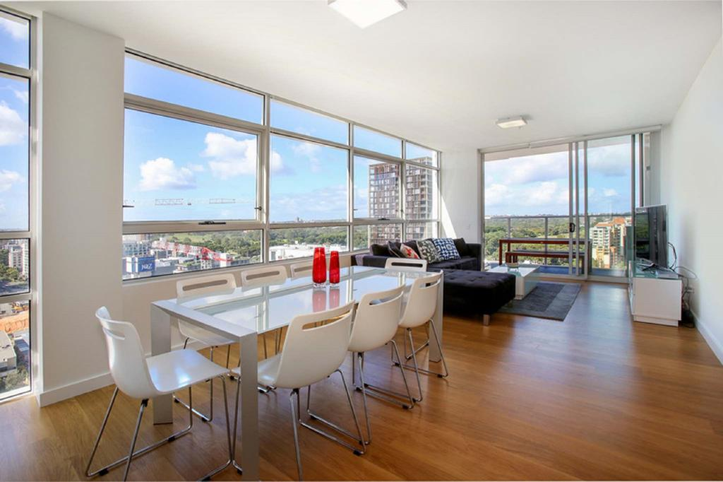 Moore to See - Modern and Spacious 3BR Zetland Apartment with Views over Moore Park Zetland