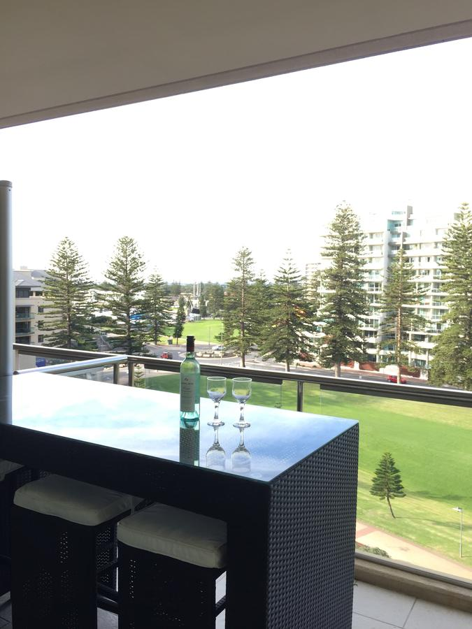 Beachside Luxury getaway in Glenelg - Accommodation Sydney