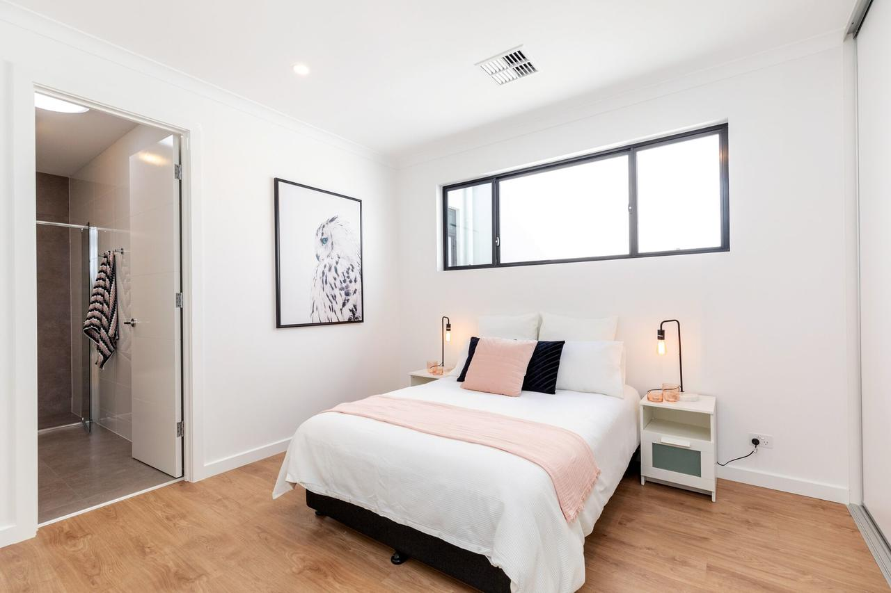 Brand new affordable luxury 3 bedroom 3 bathrooms house close to Adelaide city Chinatown beach Adelaide Airport - Accommodation Sydney