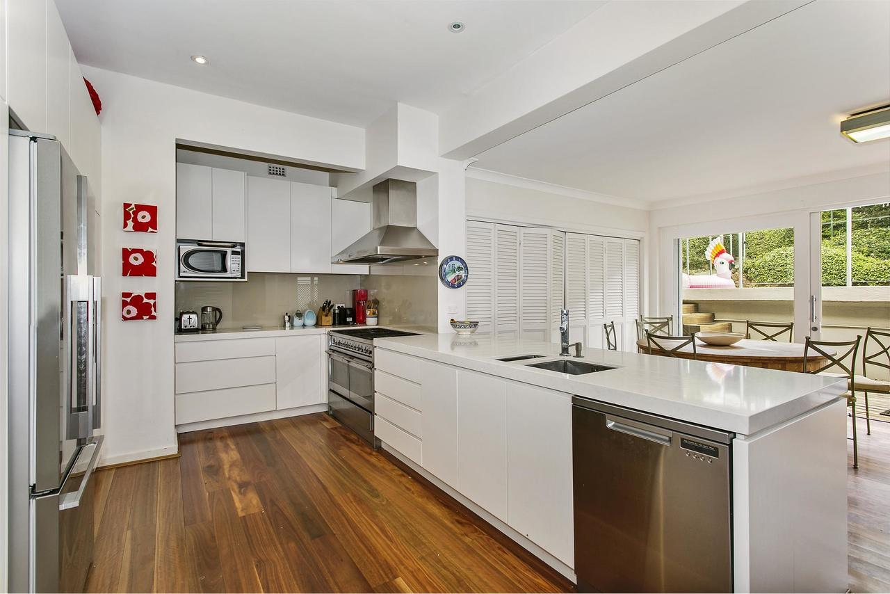 Summery, Spacious 4 Bed Home In Kurraba Point - Accommodation Sydney