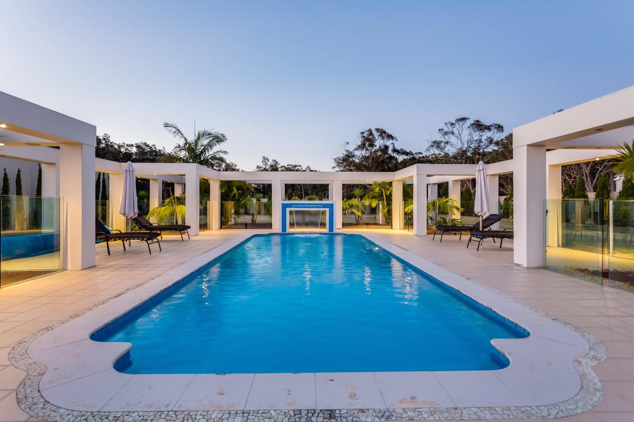 One Mile Mansion - Private Coastal Retreat FREE FAMILY ADVENTURE PASS - Accommodation Sydney
