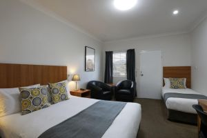 Cadman Motor Inn and Apartments - Accommodation Sydney