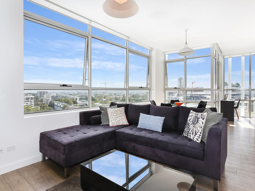 As the Sun Sets - Modern and Spacious 2BR Zetland Apartment Facing the Setting Sun - Accommodation Sydney