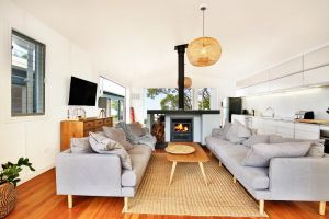 Ayana Beach House - Pet Friendly - Opposite Beach - Accommodation Sydney